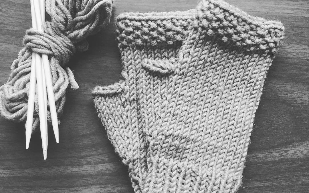 Last minute #knitting #merinowool #fingerlessmitts – a version of @aprilfreshknits lovely mitts pattern