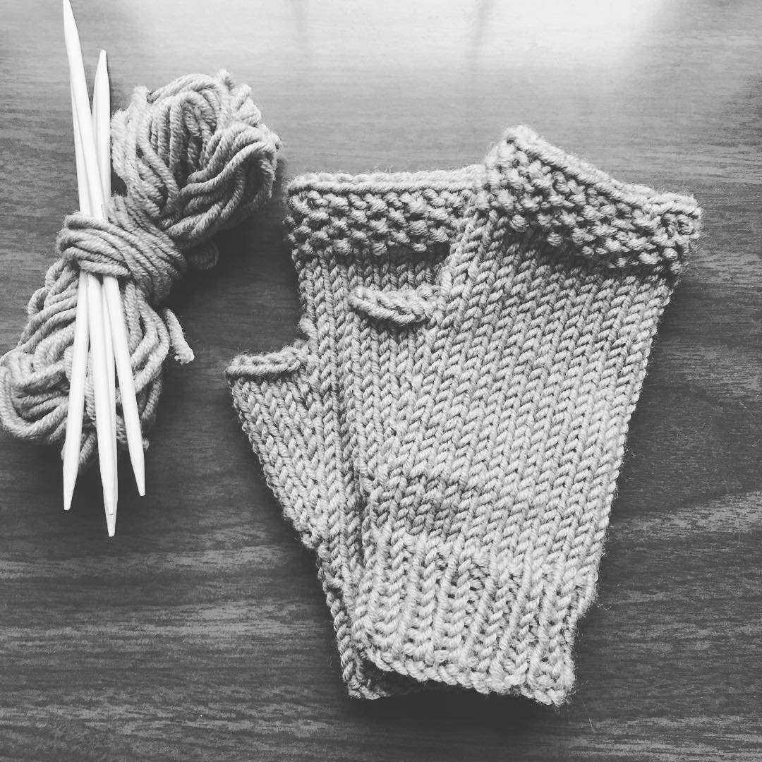 Last minute #knitting #merinowool #fingerlessmitts – a version of @aprilfreshknits lovely mitts pattern