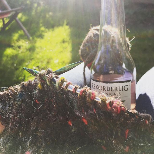 #knitting in the sunshine… @rekorderligcider #handspunyarn #sunshine